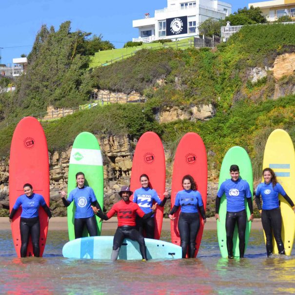 grupo surf camp adultos escuela de surf los locos suances